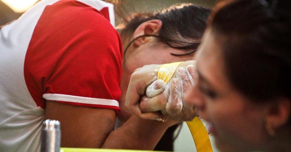 Altetas durante duelo válido pela competição feminina do Mundial de Luta de Braço em São Vicente