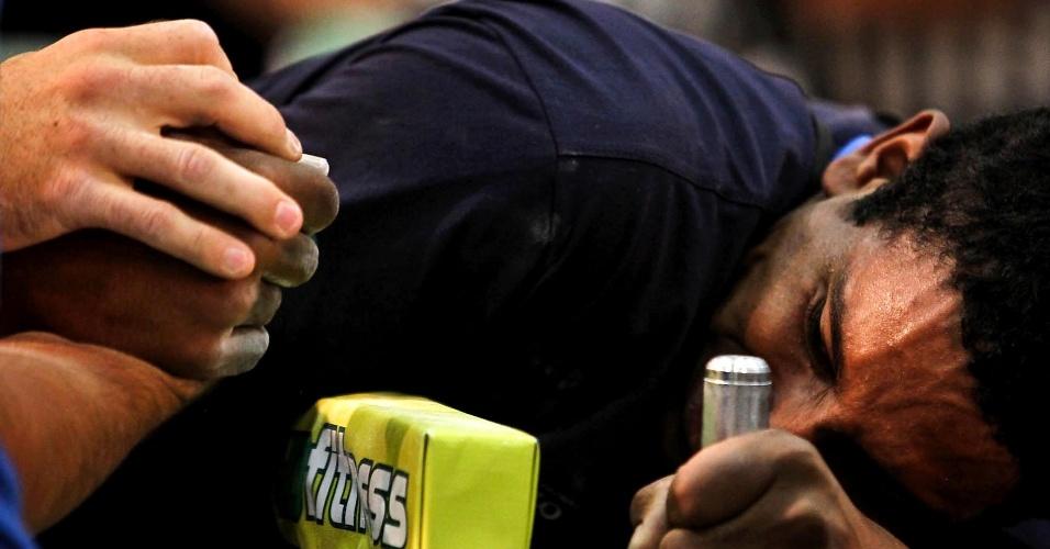 Competidor faz esforço durante duelo no 34º Mundial de Luta de Braço