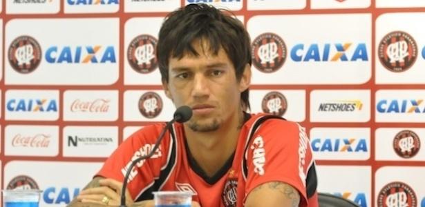 João Paulo, volante do Atlético-PR