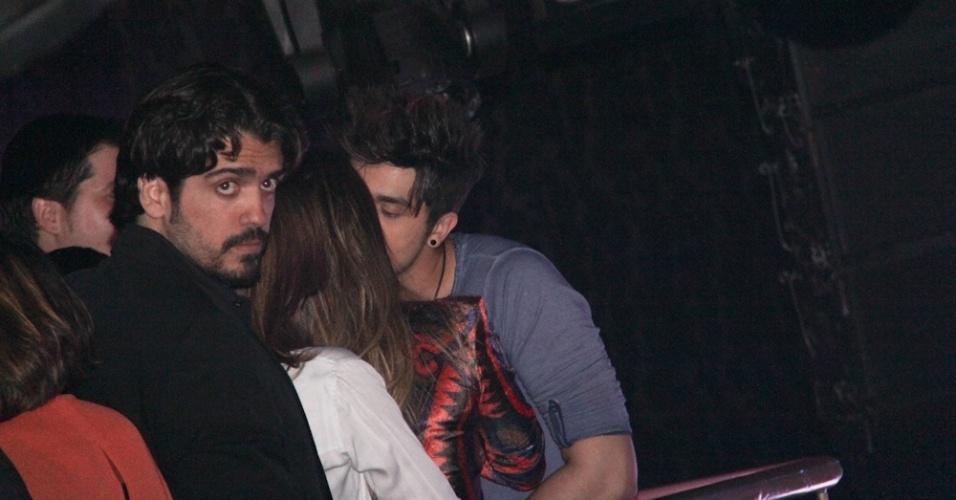 Luan Santana beija suposto affair durante o evento (13/9/12)