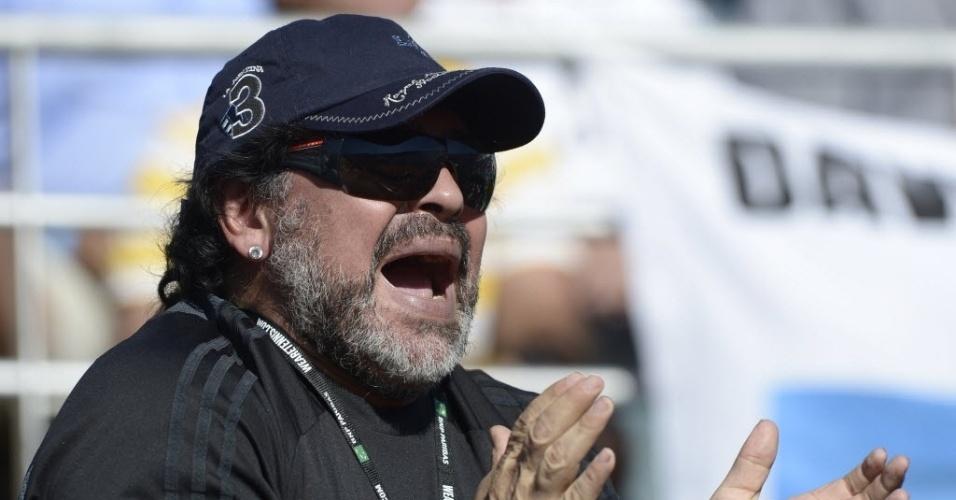 Maradona aplaude Juan Monaco no confronto contra Tomas Berdych, pela Copa Davis