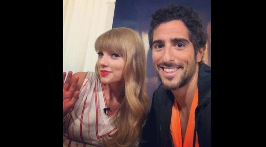"""O apresentador do """"Legendários"""", Marcos Mion, entrevistou a cantora Taylor Swift nesta sexta no Rio (14/9/12)"""