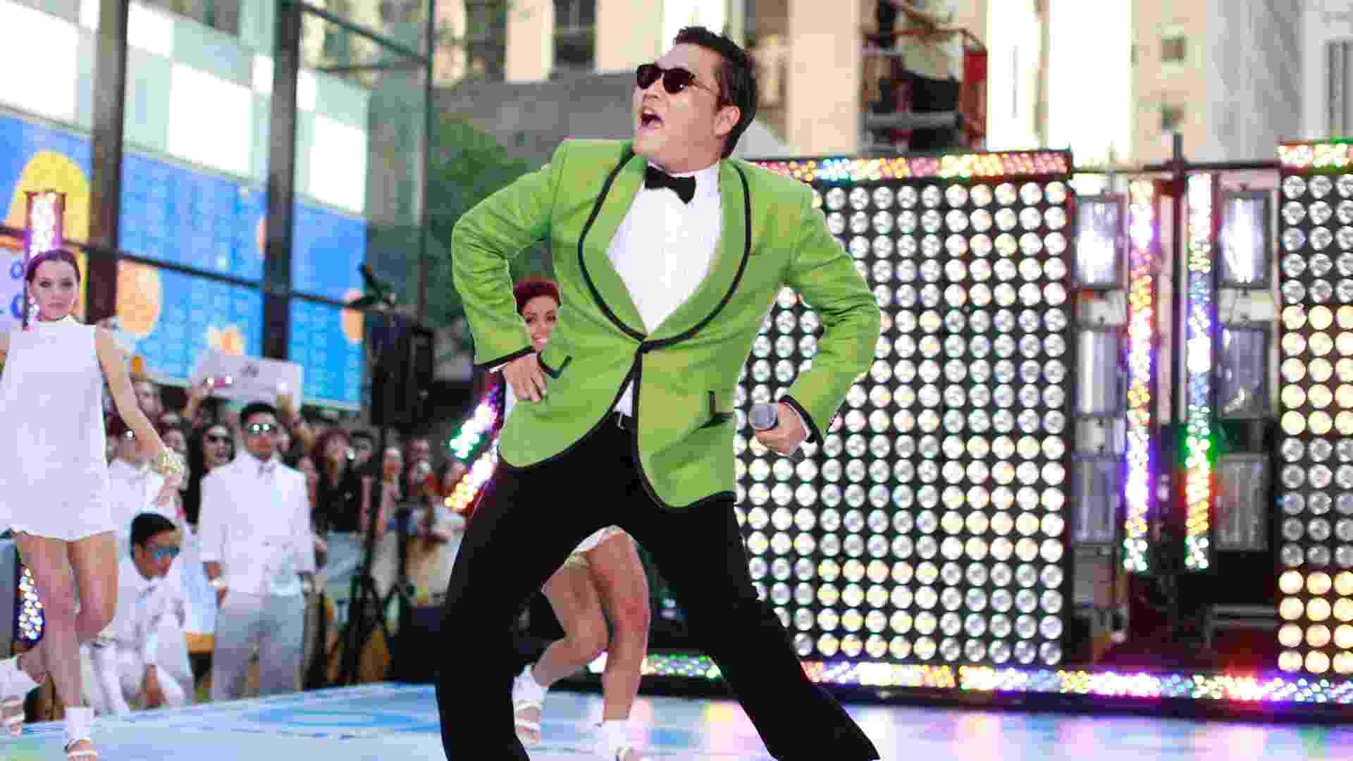 "O cantor sul-coreano Psy dança seu hit ""Gangnam Style"" no programa ""Today"" (14/9/12) - Brendan McDermid/Reuters"