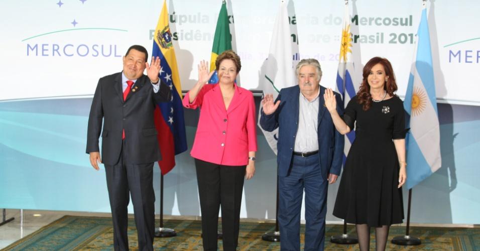 Os presidentes Hugo Chavez (Venezuela), Cristina Kirchner (Argentina), José Mujica (Uruguai) e Dilma Roussef (Brasil), em encontro do Mercosul, realizado no Palácio do Planalto