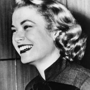 Sorridente, Grace Kelly em foto tirada em 1950  - AFP PHOTO / INP