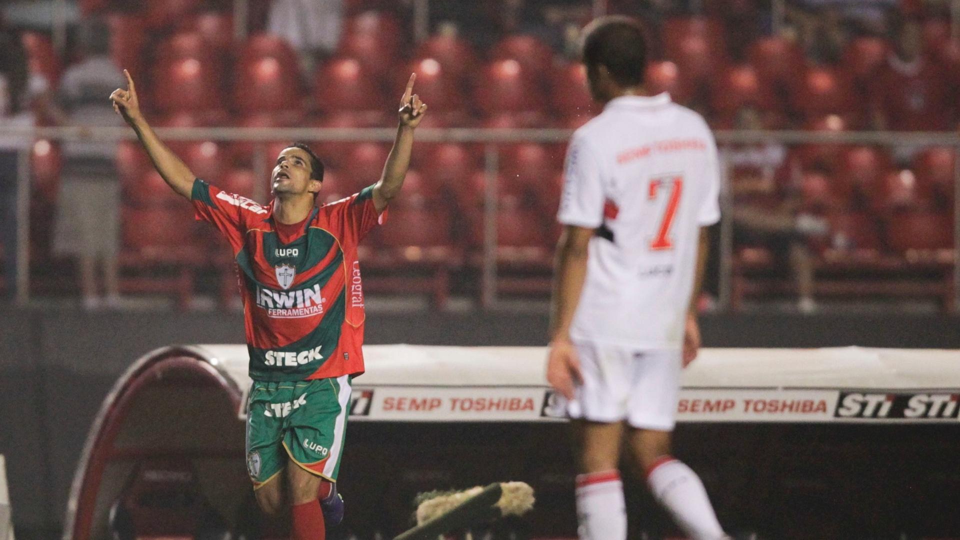 Bruno Mineiro comemora gol de empate marcado na partida contra o São Paulo no Morumbi