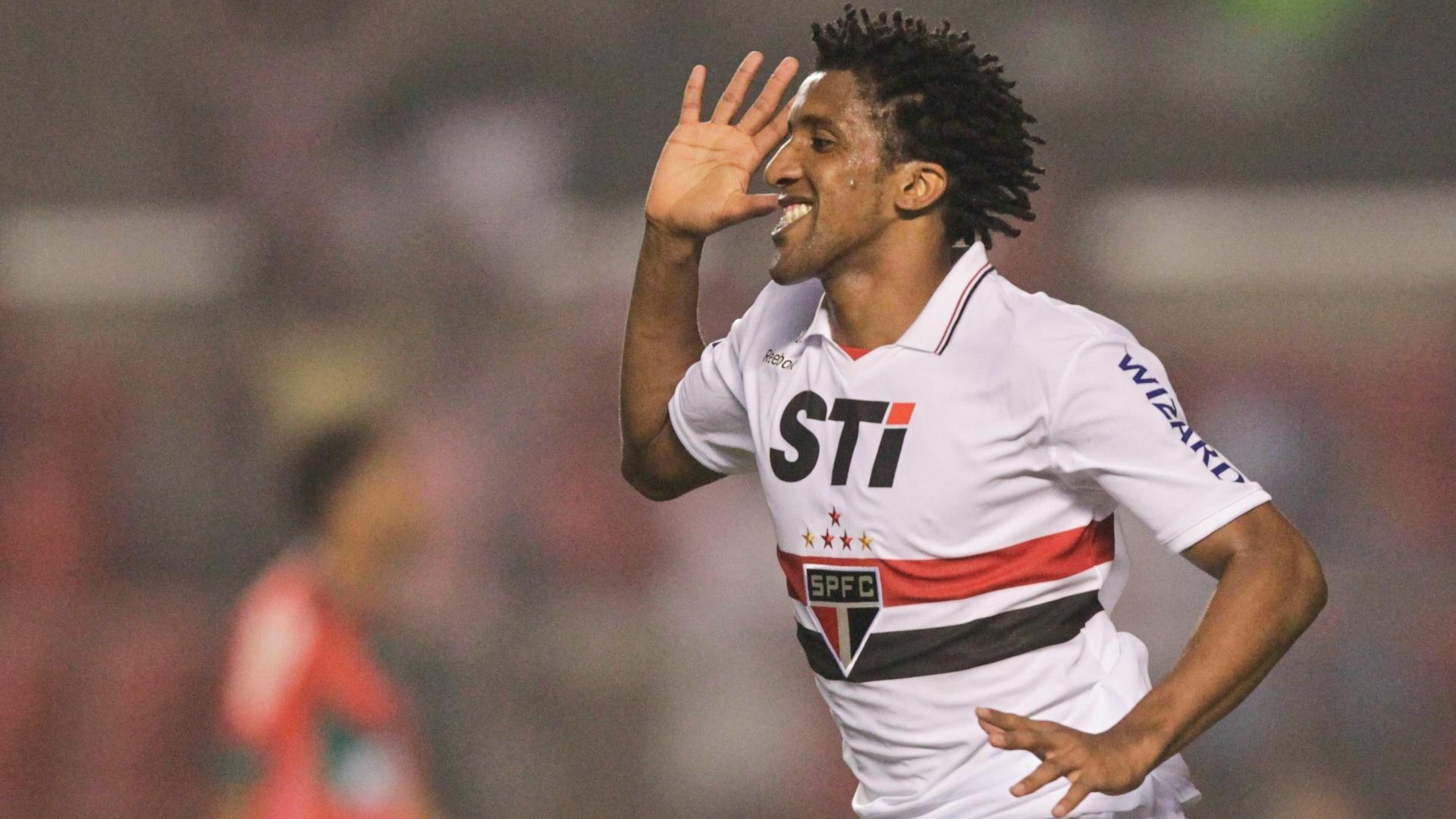 Cortez comemora gol marcado contra a Portuguesa no Morumbi, o segundo do São Paulo na partida