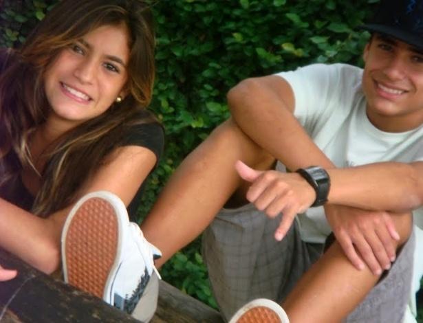 Eduarda Mello posa para foto com seu irmão; a ginasta de 17 anos faleceu na manhã do dia 16/09/2012 em acidente de carro na BR-262