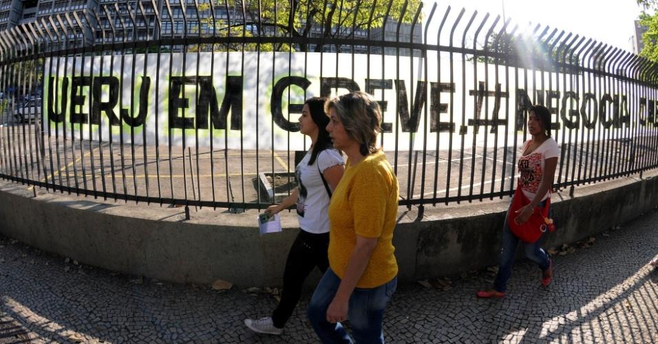 Estudantes fazem segundo exame de qualificação do vestibular 2013 da Uerj (Universidade do Estado do Rio de Janeiro) neste domingo (16). As provas serão realizadas das 9h às 13h. São esperados 66.950 candidatos