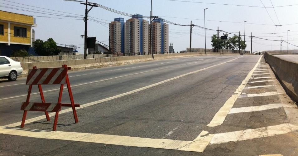 17.set.2012 - O viaduto Engenheiro Orlando Murgel foi interditado para possibilitar investigações a respeito de sua estrutura, que pode estar danificada devido ao incêndio que atingiu a favela do Moinho