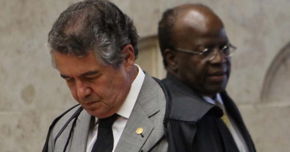 17.set.2012 - Os ministros Marco Aurélio Mello e Joaquim Barbosa, do Supremo Tribunal Federal (STF), acompanham a retomada do julgamento do mensalão