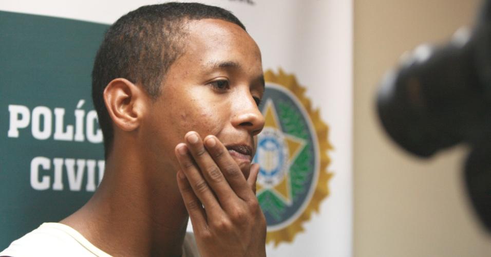 17.set.2012 - Rafael da Silva de Barros, 18, suspeito de matar policial na Rocinha, é preso na zona sul do Rio