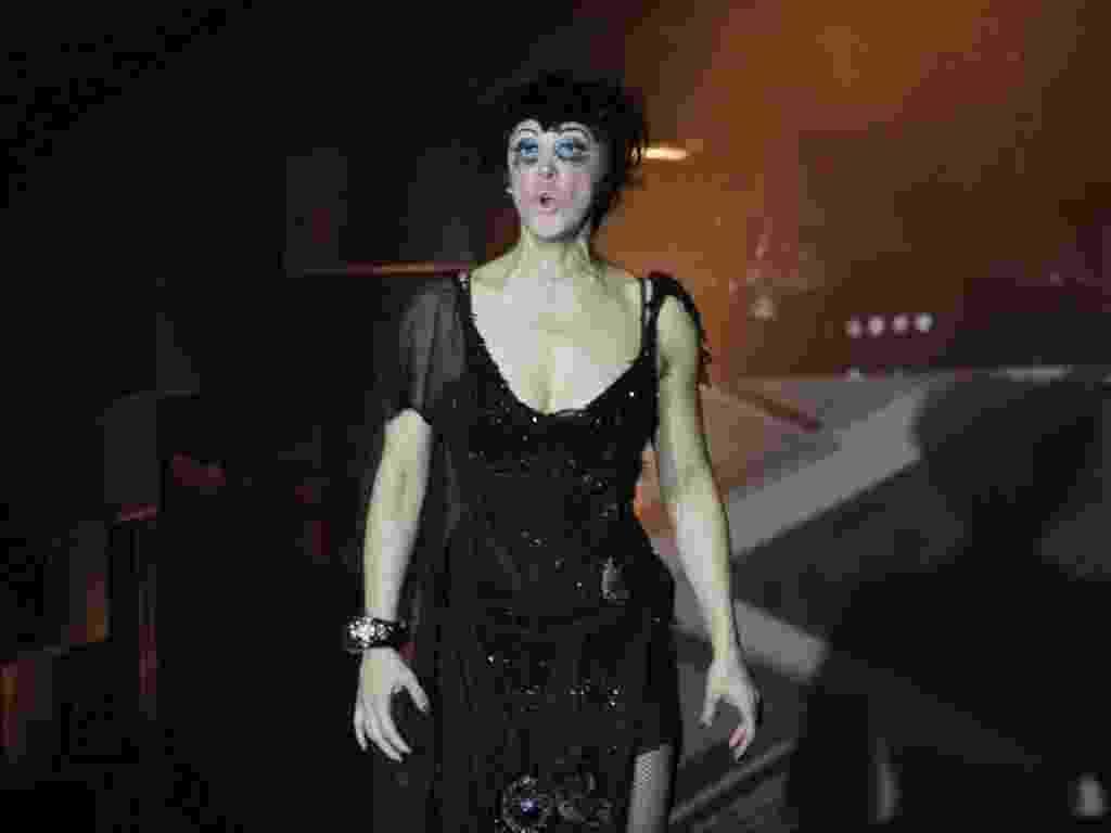 """A atriz Claudia Raia comemora 200 apresentações do musical """"Cabaret"""", no palco do Teatro Procópio Ferreira, em São Paulo (16/9/12) - Danilo Carvalho e Thais Aline/AgNews"""