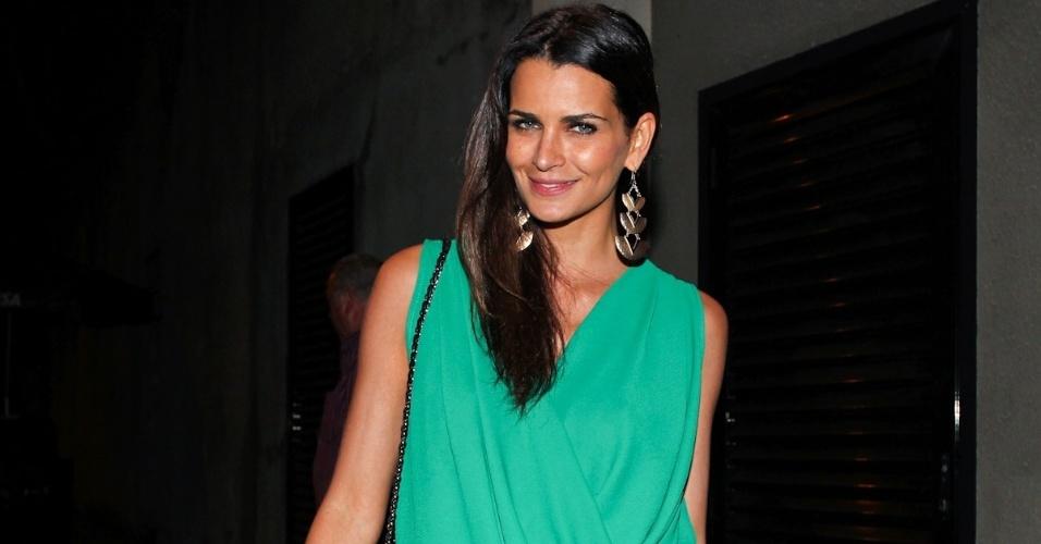 """A modelo Fernanda Motta participa de festa de encerramento do quadro """"Dança dos Famosos"""" em casa noturna de SP (16/9/12)"""