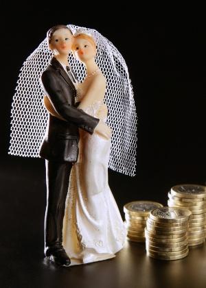 Não é fácil, mas é possível economizar com o casamento e ainda fazer um evento inesquecível - Thinkstock