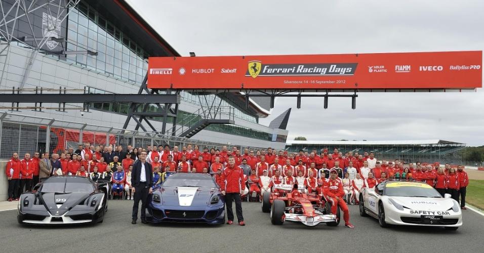 Ferrari reúne 964 carros em Silverstone (Inglaterra) para bater o recorde do Guinness Book -- a marca anterior era de 490 carros, em Fuji (Japão), em 2008. O brasileiro Felipe Massa participou a bordo da 458 Spider