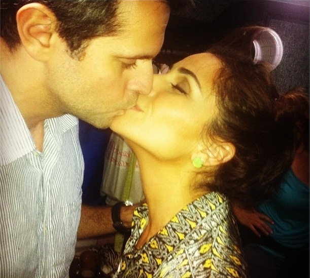 """Leonardo Nogueira, marido de Giovanna Antonelli, divulga foto de momento romântico do casal e escreve: """"No aeroporto: ela gravando, eu indo pra Guatemala ver locação!"""" (17/9/12)"""