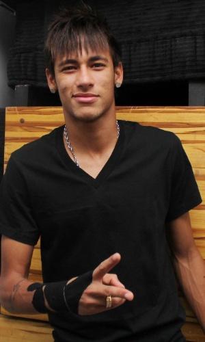 """Neymar participa de festa de encerramento do quadro """"Dança dos Famosos"""" em casa noturna de SP (16/9/12)"""