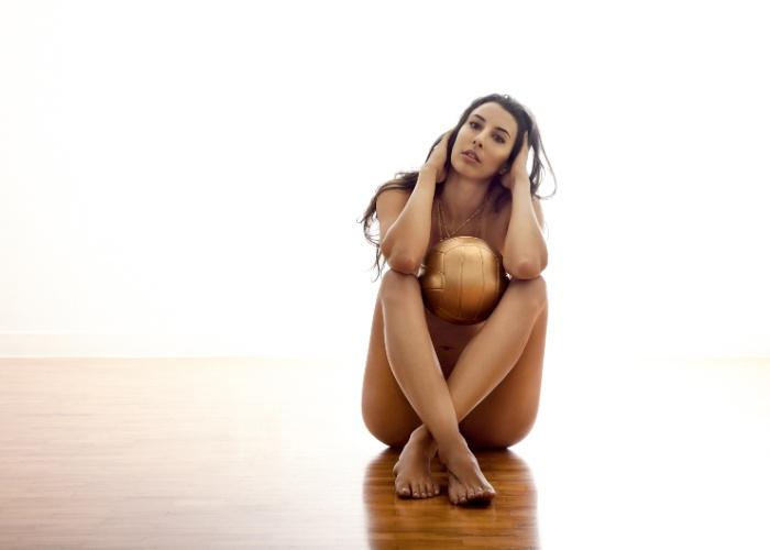 Sheilla posou em ensaio sensual para a revista VIP, edição de outubro