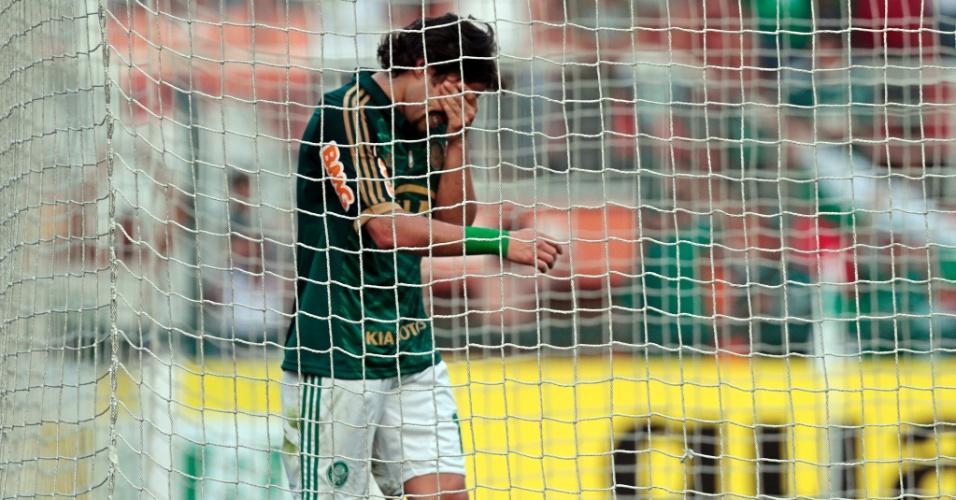 Valdivia lamenta chance perdida em clássico contra o Corinthians