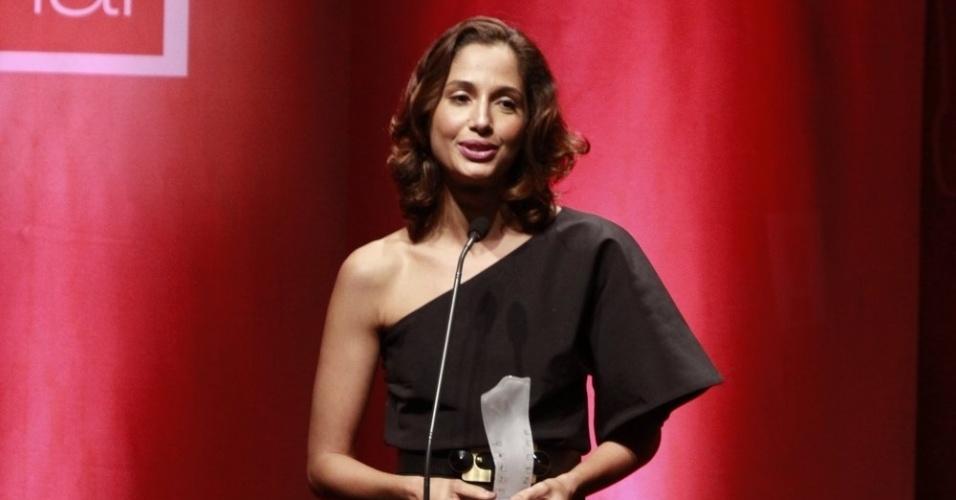 A atriz Camila Pitanga recebeu o prêmio de Melhor Atriz por
