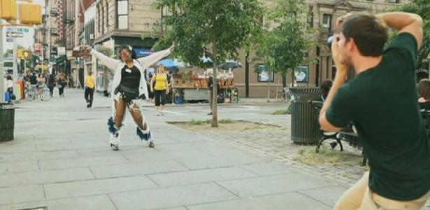 Brandon Stanton, de 28 anos, fotografa anônimos em NY (18/9/12) - BBC