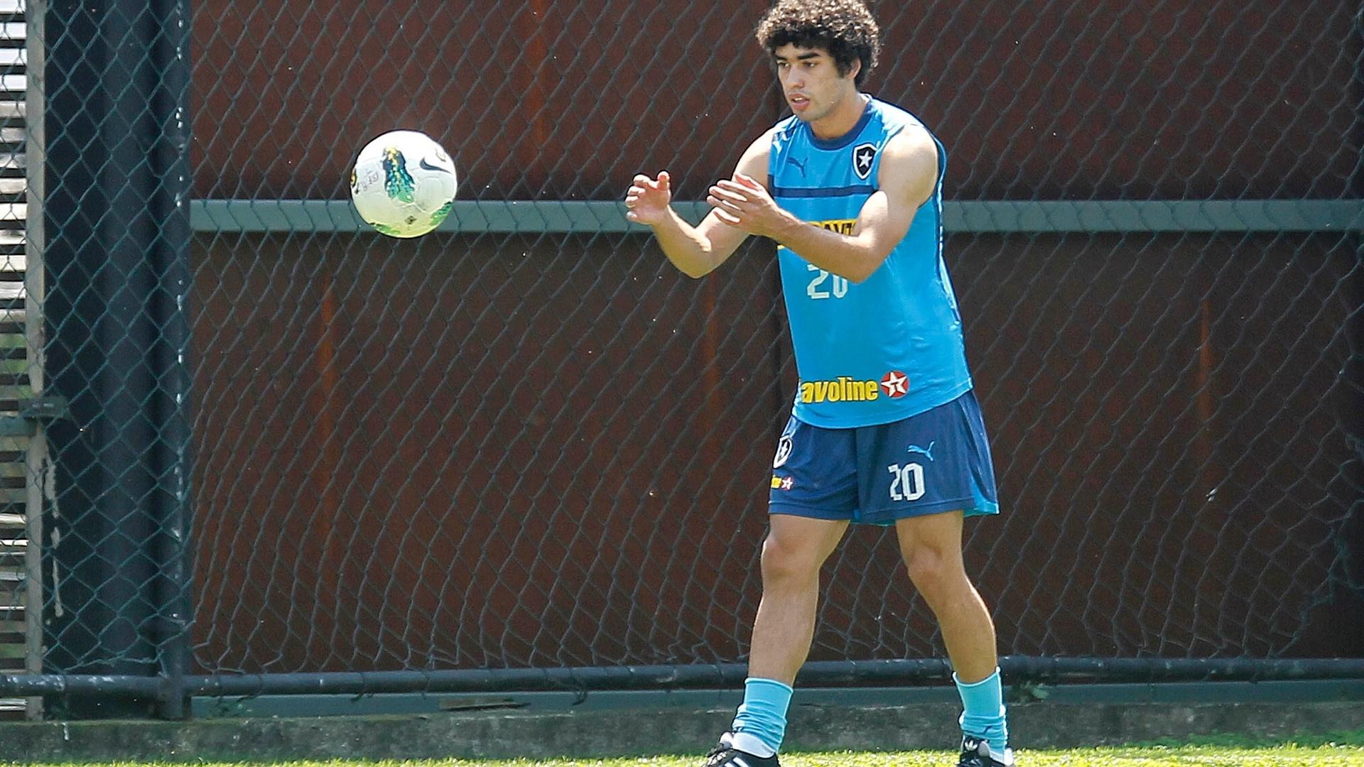 Ex-zagueiro processa Guarani por dívida e pode tirar Bruno Mendes do  Botafogo - 09 11 2012 - UOL Esporte bd41af15eeab8