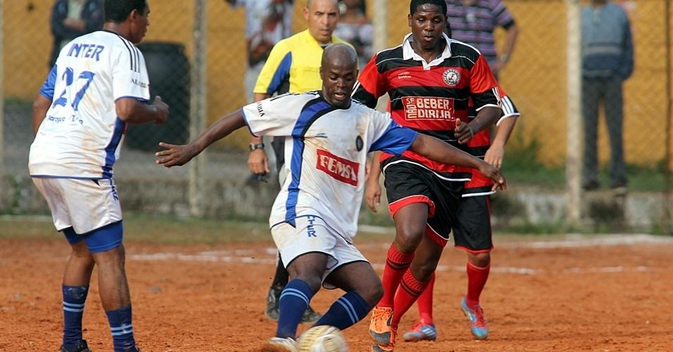Lance de Inter, do Jaraguá, um dos times da Liga dos Campeões da várzea
