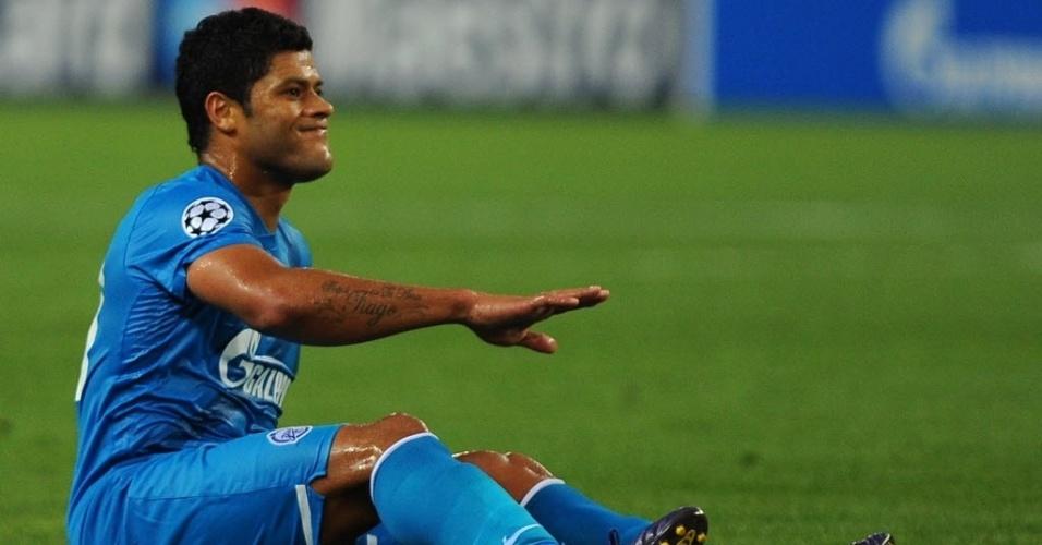 O atacante brasileiro Hulk, do Zenit, fica no chão durante o duelo contra o Málaga