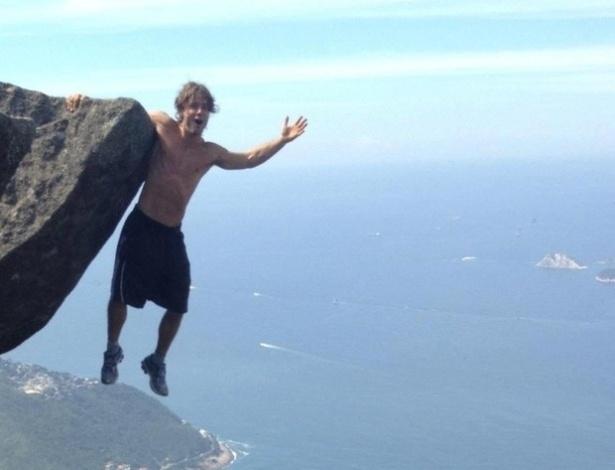 """""""Pedra da Gávea, lugar fantástico! Foto de verdade, sem montagem ou Photoshop"""", escreveu o ator Kayky Britto ao publicar a foto acima no Facebook. A Pedra da Gávea é um dos pontos mais altos do Rio de Janeiro, com 844 metros acima do nível do mar"""