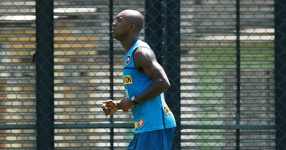 Seedorf participa de treino do Botafogo após se recuperar de contratura na coxa esquerda