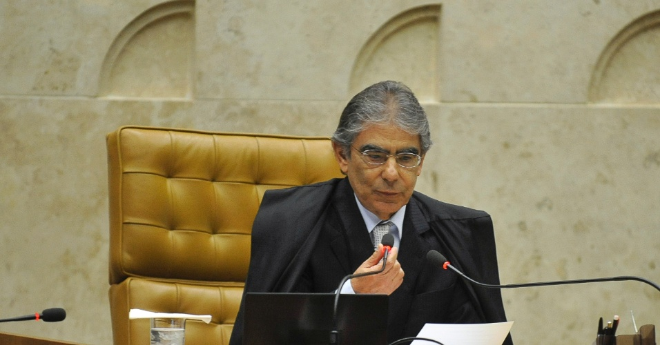 19.set.2012 - O ministro Ayres Britto preside sessão do julgamento do mensalão no STF, em Brasília