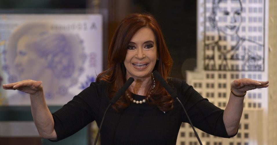 19.set.2012 - A presidente argentina, Cristina Kirchner, anunciou no palácio do governo, em Buenos Aires, um novo projeto de lei sobre as compensações industriais, além de outros dois decretos --um para a criação de lucro menor para companhia de seguros e outro para deduções mutáveis sobre a exportação de biodiesel