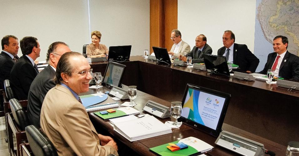 19.set.2012 - A presidente Dilma Rousseff participou de uma reunião com o ministro do Esporte, Aldo Rebelo, para discutir os preparativos para os Jogos Olímpicos de 2016