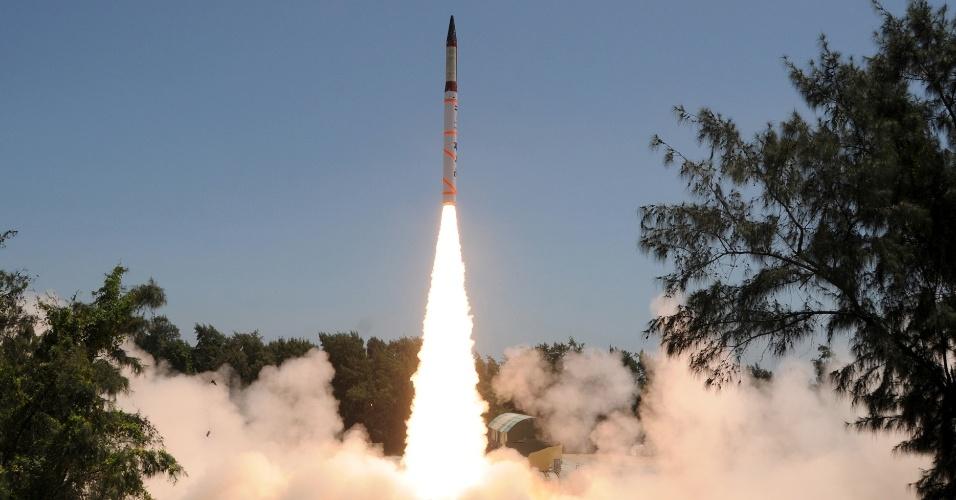 19.set.2012 - Índia testa pela terceira vez míssil nuclear com 3.000 quilômetros de alcance nas proximidades da cidade de Dhamra, no distrito de Bhadrak