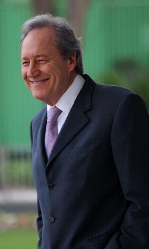 19.set.2012 - O ministro Ricardo Lewandowski sorri do lado de fora do plenário no STF, em Brasília