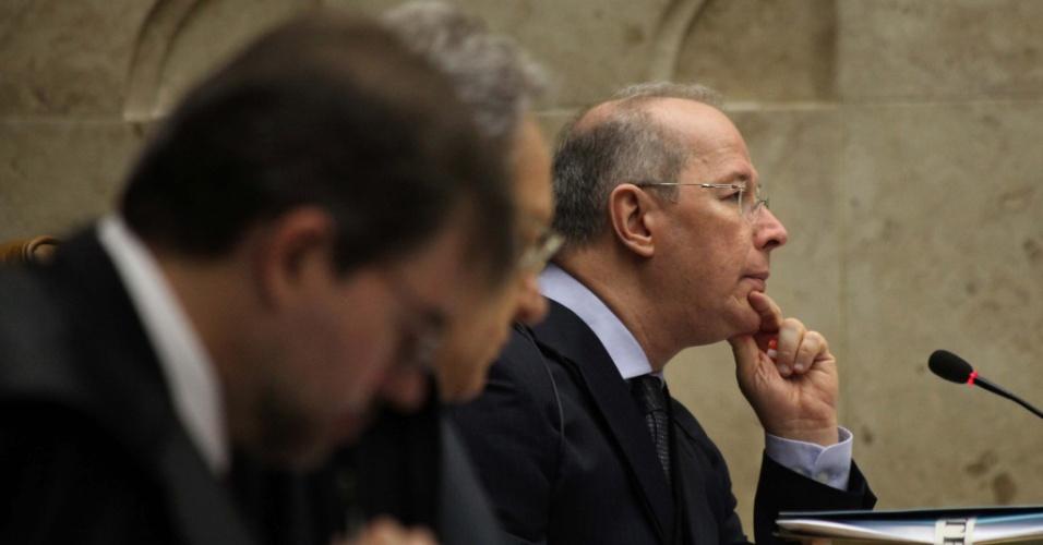 19.set.2012 - O ministro Celso de Mello acompanha julgamento do mensalão no STF, em Brasília