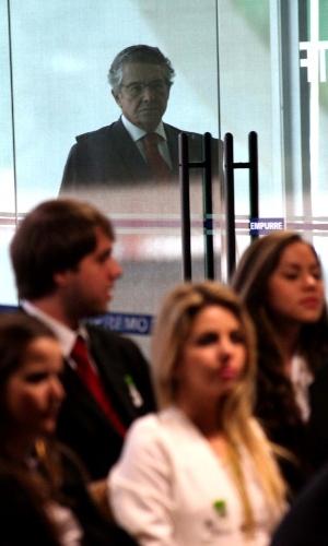 19.set.2012 - O ministro Marco Aurélio Mello retorna para o julgamento do mensalão no STF, em Brasília