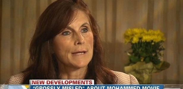 A atriz Cindy lee Garcia em entrevista ao canal CNN