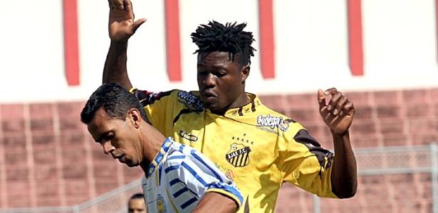 Daniel Eze, nigeriano do Ajax: rejeições, lesão, morte e amor em aventura no Brasil
