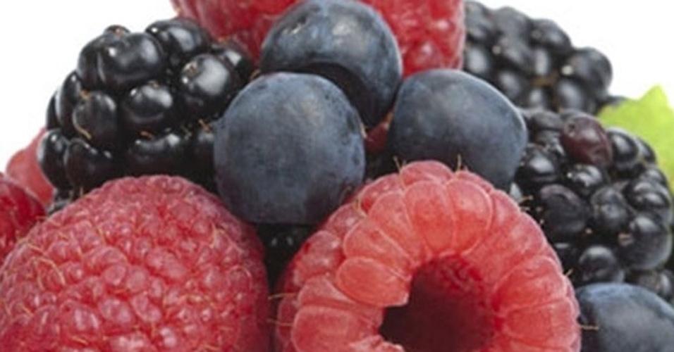 fruta vermelhas-arroxeadas, frutas vermelhas, amora, framboesa