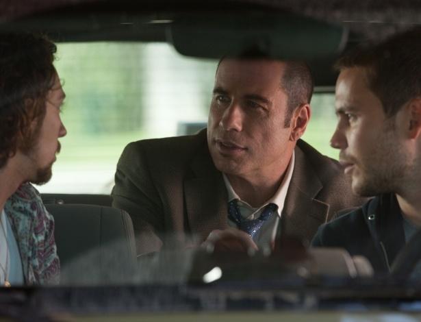 """John Travolta estrela o filme """"Selvagens"""", que estreia em 19 de outubro no Brasil"""