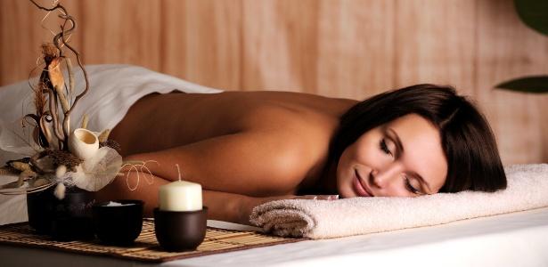 Entre tratamentos do Spa Week há massagens relaxantes feitas com vela e bambu - Thinkstock