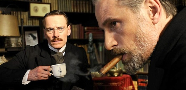 """O difícil relacionamento entre Sigmund Freud (personificado por Viggo Mortensen) e Carl Jung (Michel Fassbender) é o tema de """"Um método perigoso"""", filme de David Cronenberg. - Divulgação"""
