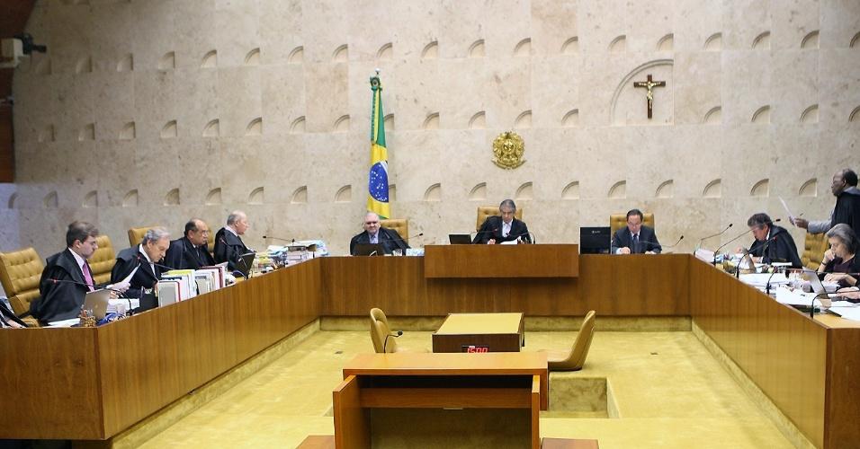 20.09.2012 - Após 30 minutos de intervalo, os ministros do STF (Supremo Tribunal Federal) retomam o julgamento do mensalão, com o voto do revisor do caso, Ricardo Lewandowski, sobre a suposta participação dos partidos da base aliada do primeiro governo do ex-presidente Luiz Inácio Lula da Silva (2003-2006)