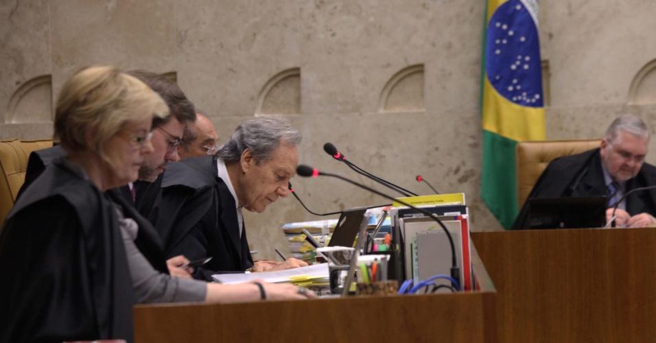 20.set.2012 - Ministros do STF discutem sobre crime de lavagem de dinheiro