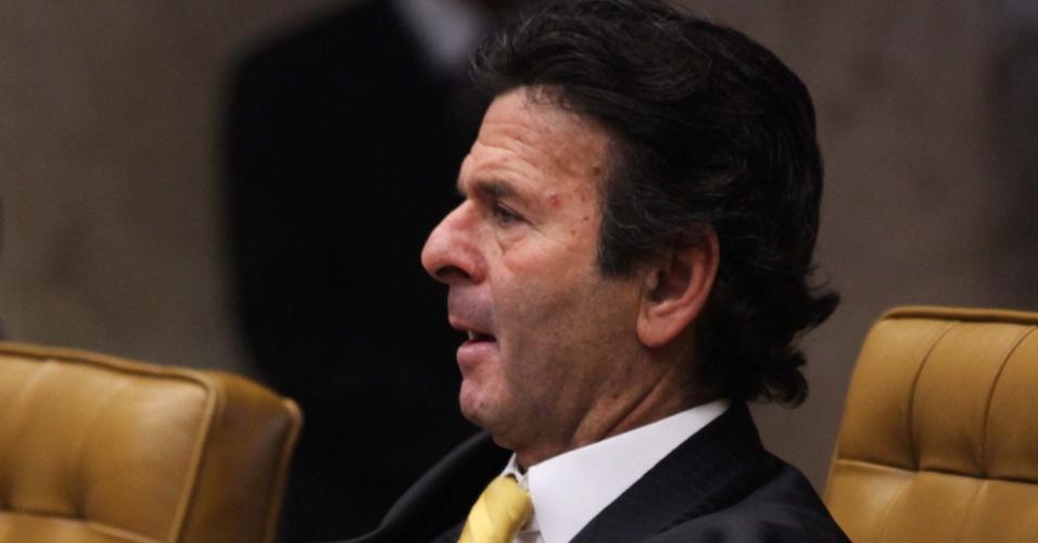 20.set.2012 - O ministro Luiz Fux acompanha o julgamento do mensalão no STF, em Brasília