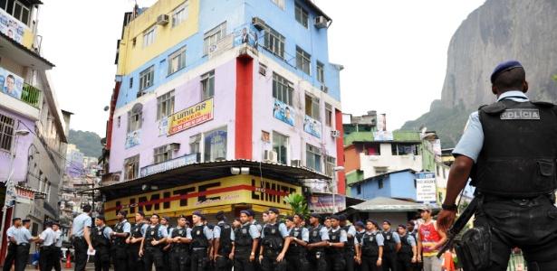 Policiais se reúnem para a inauguração da UPP da Rocinha, no Rio de Janeiro