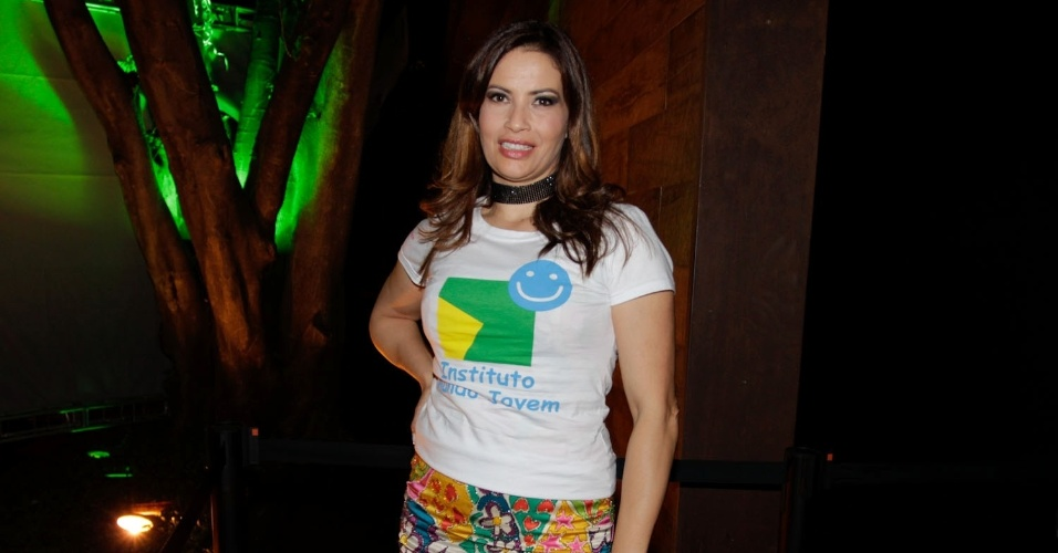"""A atriz Isadora Ribeiro no show especial do projeto """"Sertanejo do Bem"""" no Villa Mix, em São Paulo (19/9/12)"""