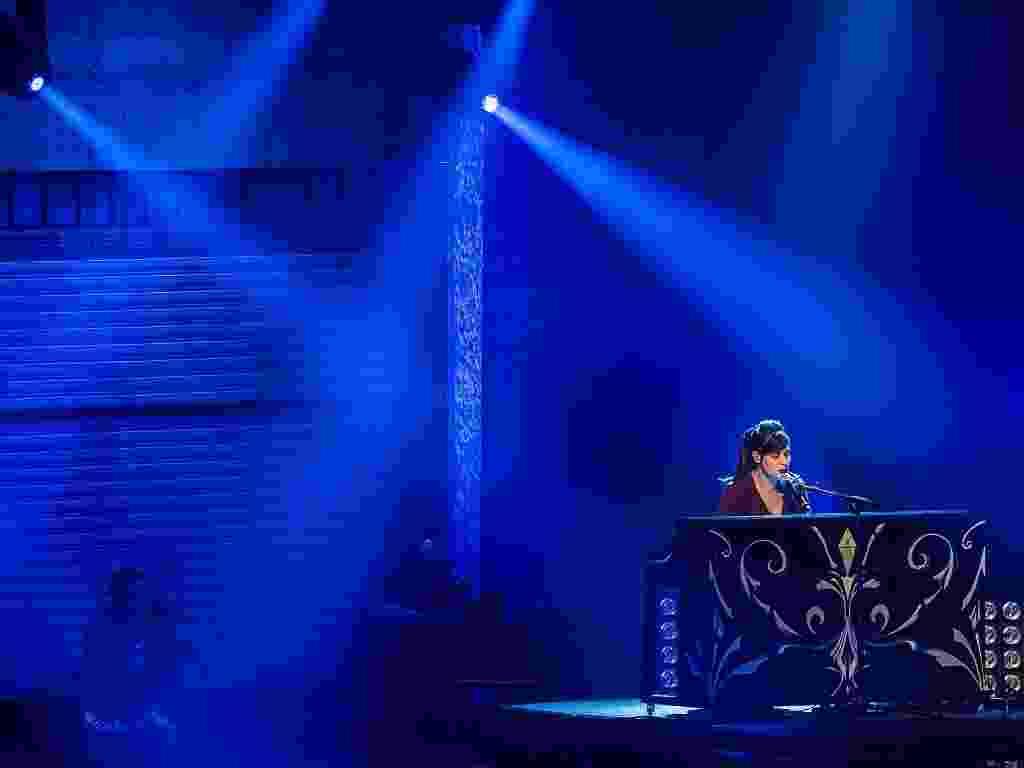 """A dupla Agridoce, formada por Pitty e Martin, se apresenta no VMB 2012 com um conver da música """"Please, Please, Please"""", de Morrissey (20/9/12) - Leonardo Soares/UOL"""
